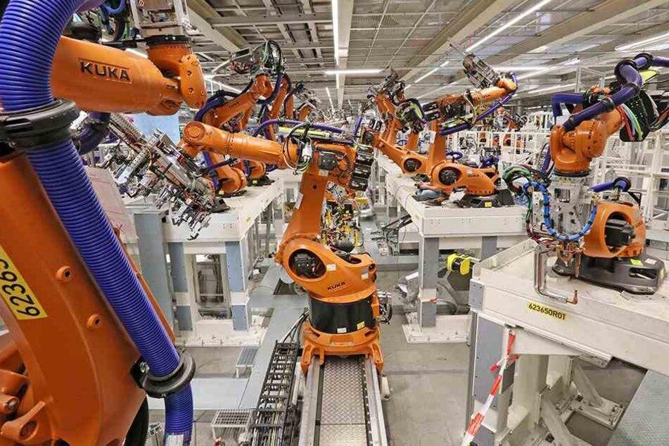 1625 Roboter kümmern sich zukünftig um die Zusammensetzung der Elektroautos von Volkswagen.