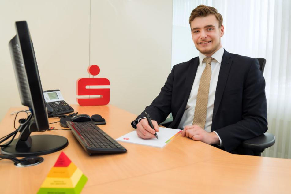 Seit Januar 2018 ist Florian Schürmann kein Azubi mehr, sonden regulärerer Bankkaufmann bei der Sparkasse Bielefeld.