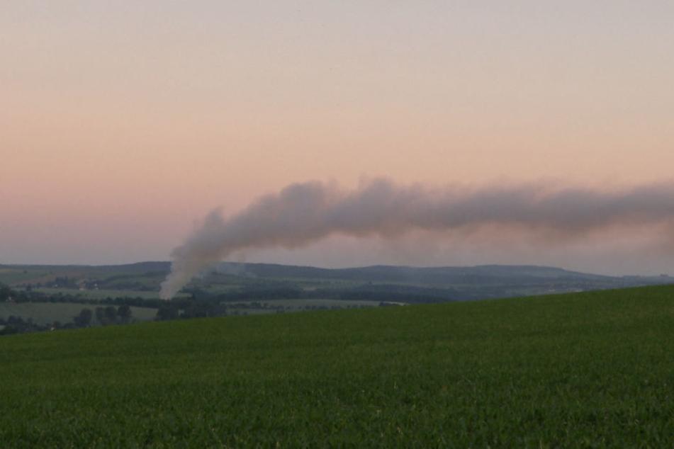 Die Rauchsäule war bis nach Dresden zu sehen.