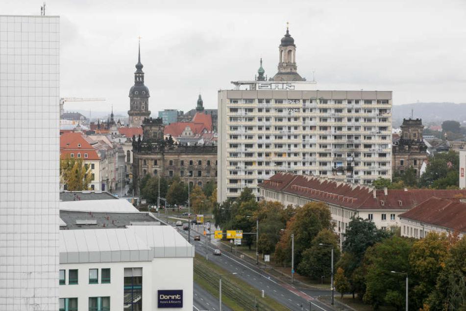 Das DDR-Hochhaus am Pirnaischen Platz sorgt für Streit.