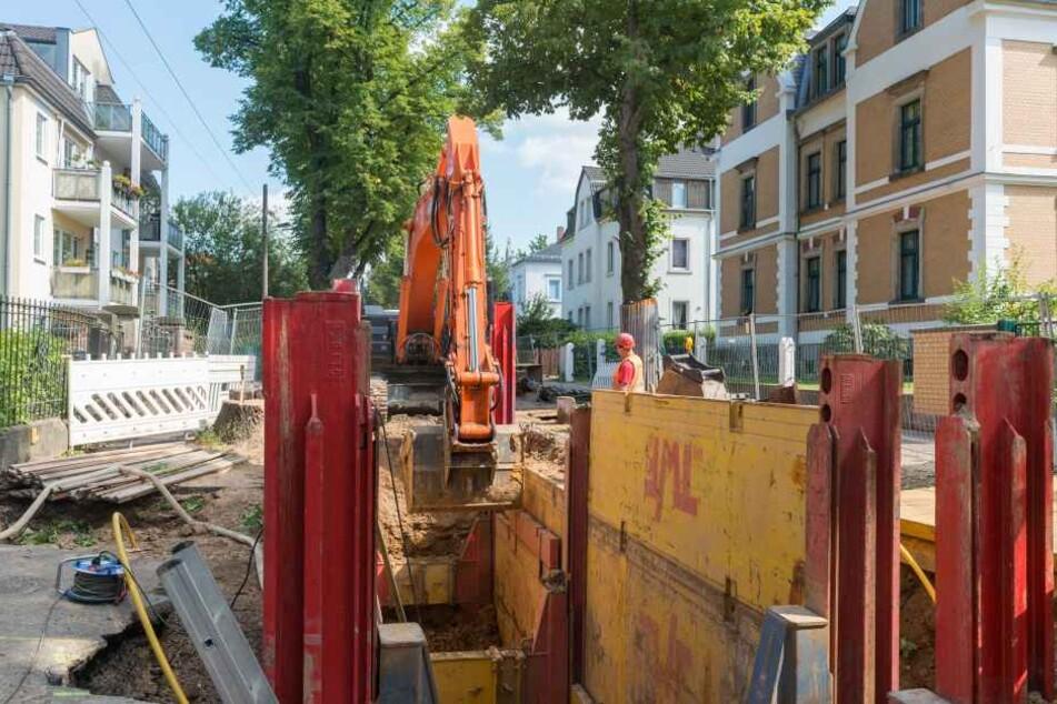 Auch auf der Windbergstraße erneuert die DREWAG die wichtige Wassertrasse.