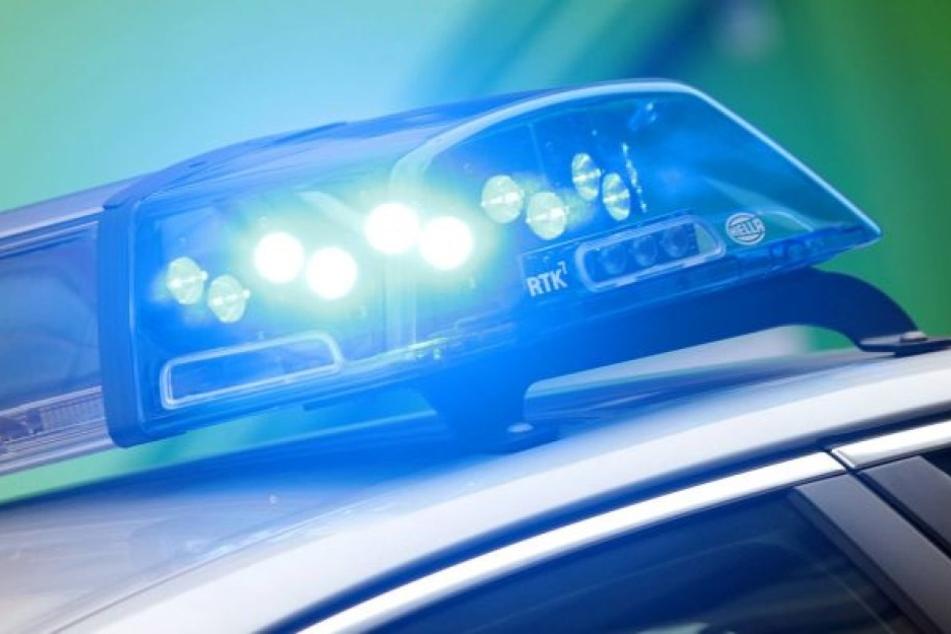 Ein Unbekannter hat in einem Regionalzug drei Mädchen belästigt.