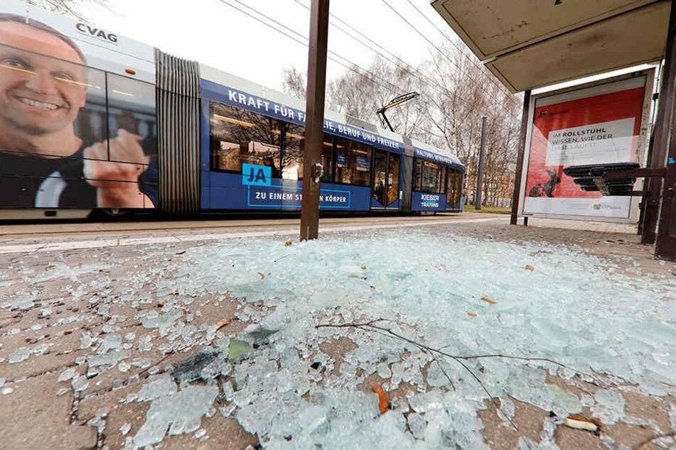 Die Haltestelle Tschaikowskistraße ist mehrfach von Vandalen zerstört worden. Jetzt verstärkt der Stadtordnungsdienst seine Streifen in der Gegend.