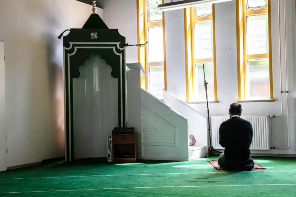 Polizeipräsenz vor muslimischen Einrichtungen in Brandenburg: Droht Gefahr?