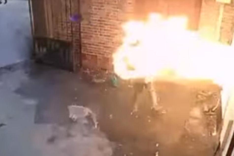 Auf den Aufnahmen sieht man auch die heftige Feuer-Explosion.