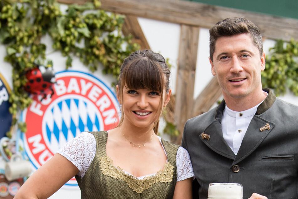Spenden eine Million Euro im Kampf gegen das neue Coronavirus: Anna und Robert Lewandowski. (Archivbild)