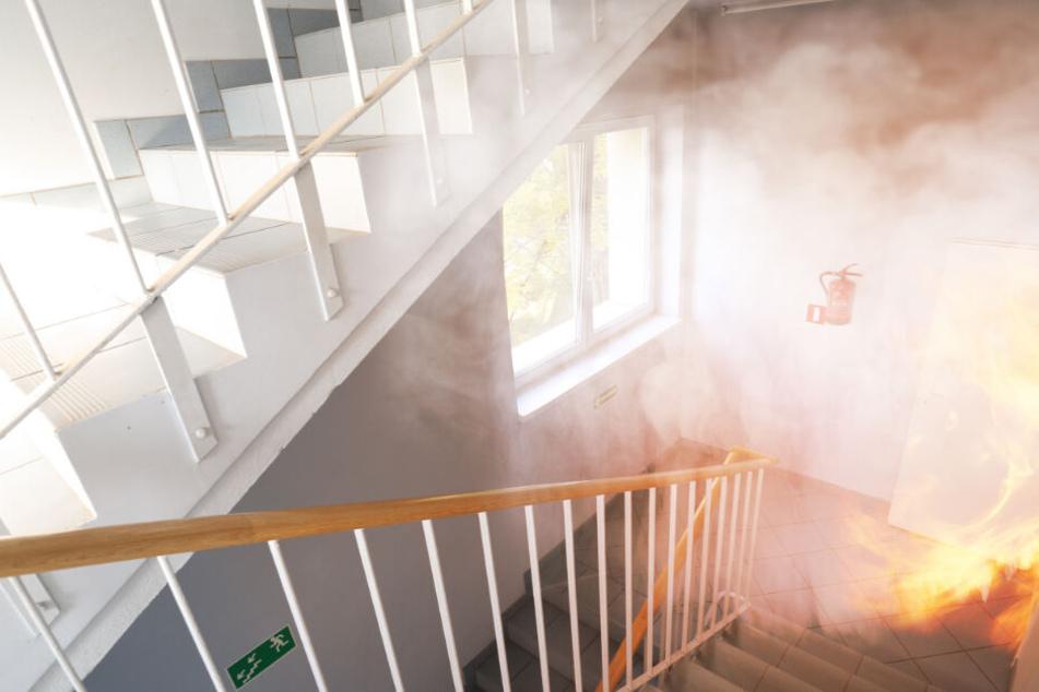 Es brennt! 60 Menschen müssen aus ihren Wohnungen