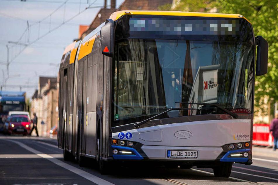Ein Fahrgast (36) hat einem LVB-Busfahrer (56) gedroht, ihn zu erschießen. (Symbolbild)