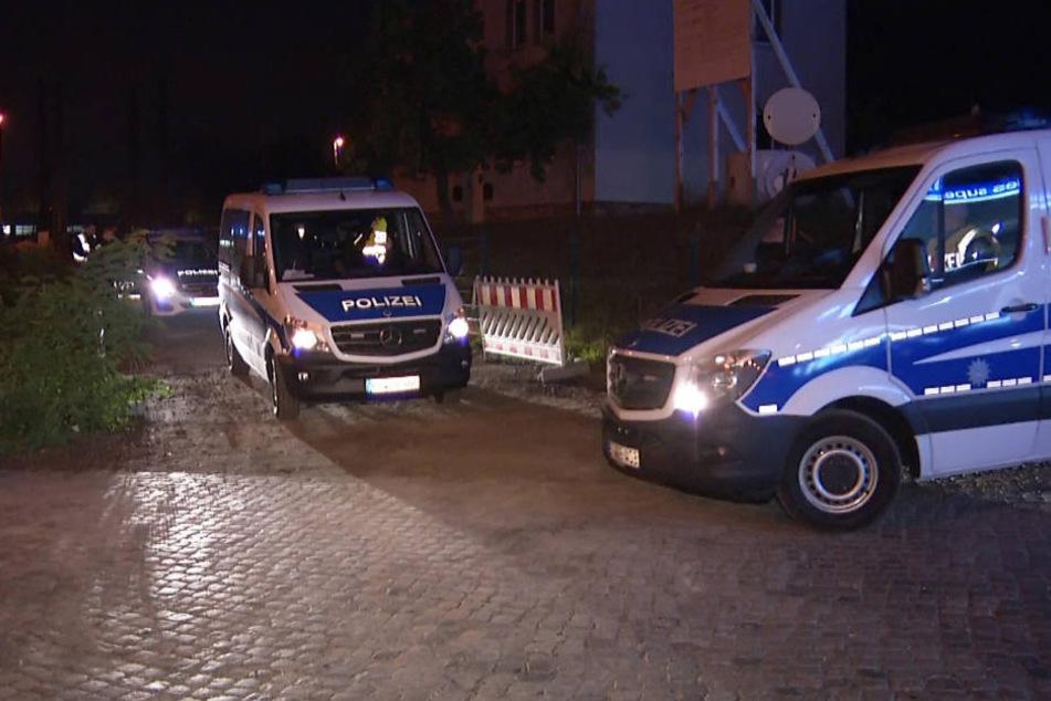 Die Polizei am Unfallort in Leipzig-Mockau am Montagabend.