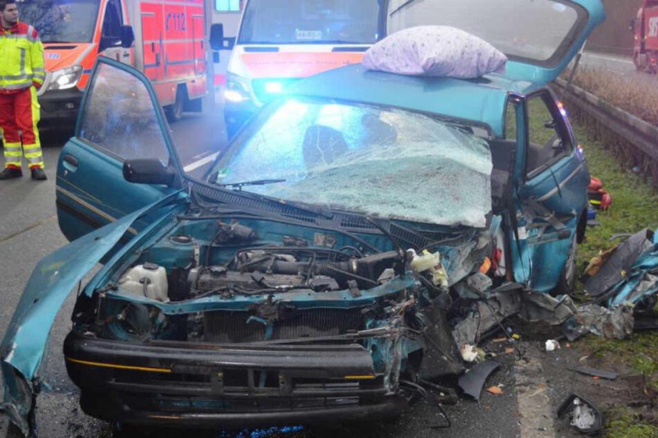 Geisterfahrer rammt Passat: 78-jähriger Fahrer stirbt