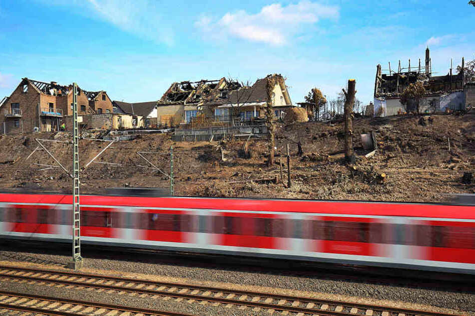 Das Feuer an der Bahnstrecke in Siegburg hatte mehrere Häuser zerstört.