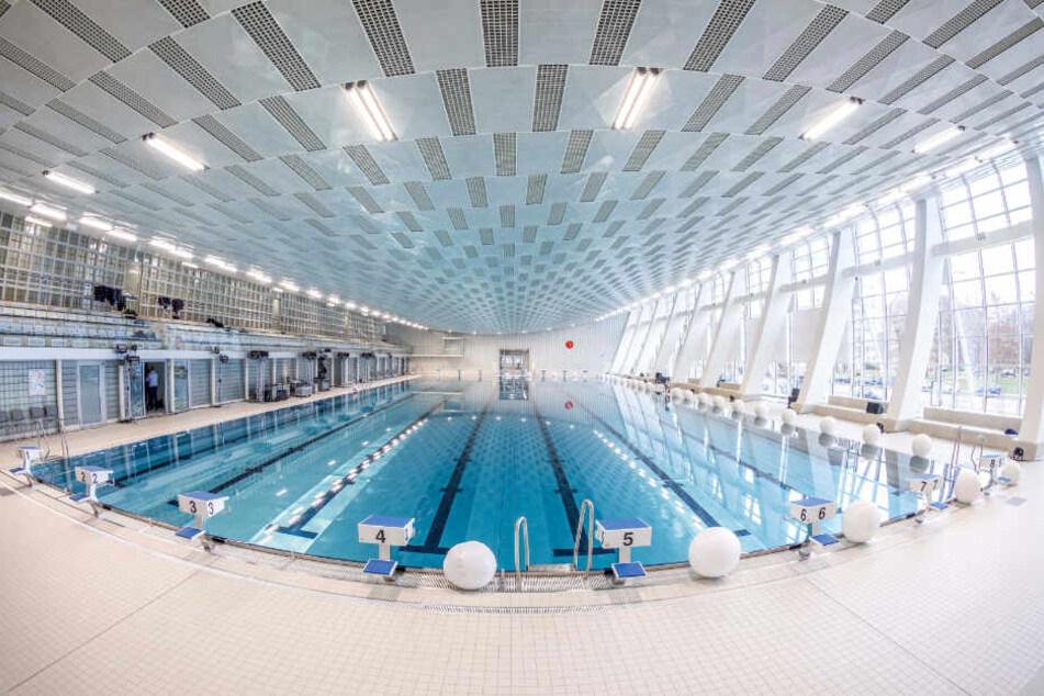 Ab Montag kann in der komplett sanierten Schwimmhalle am Freiberger Platz gebadet werden.
