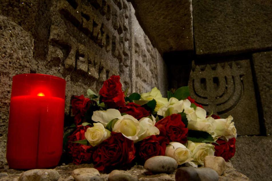 Zeitzeugen und Angehörige gedenken der Opfer der Nazi-Terrorherrschaft
