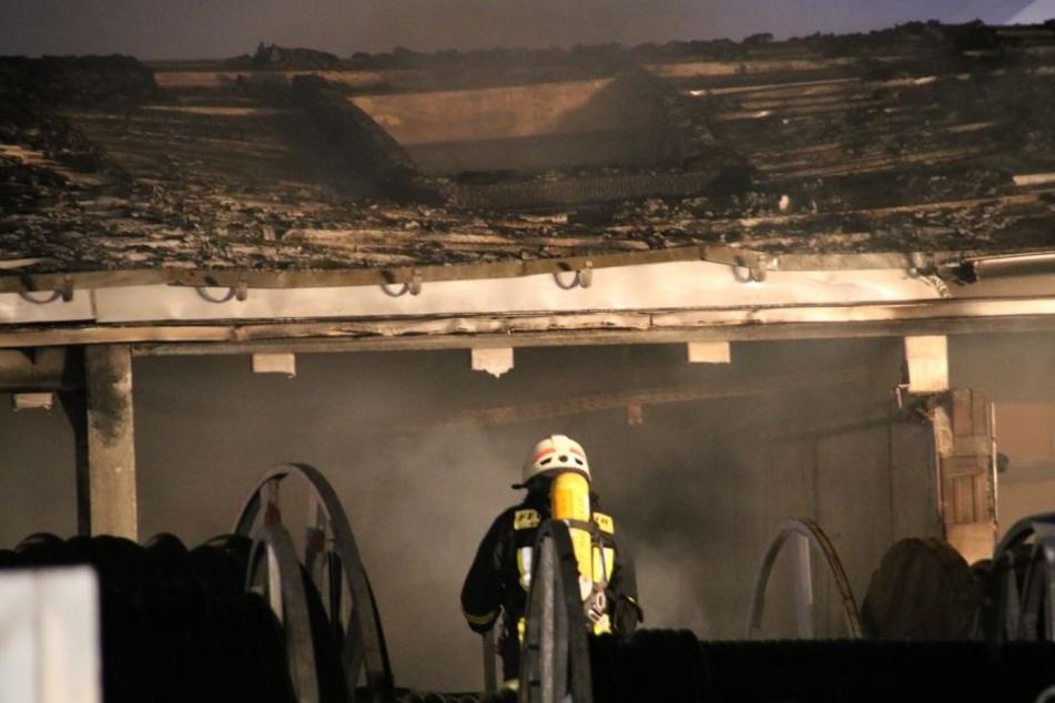 Die Feuerwehr konnte ein Übergreifen der Flammen auf benachbarte Gebäude verhindern.
