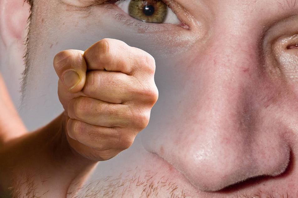 Der 51-Jährige erlitt durch den Faustschlag einen Nasenbeinbruch.