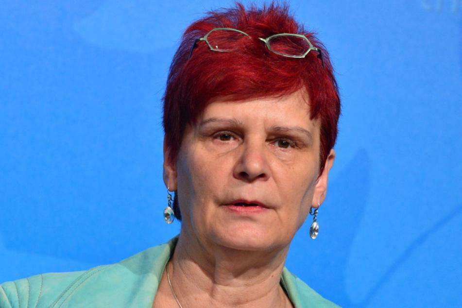 Bildungsministerin Birgit Klaubert setzt sich für Smartphones im Unterricht ein.