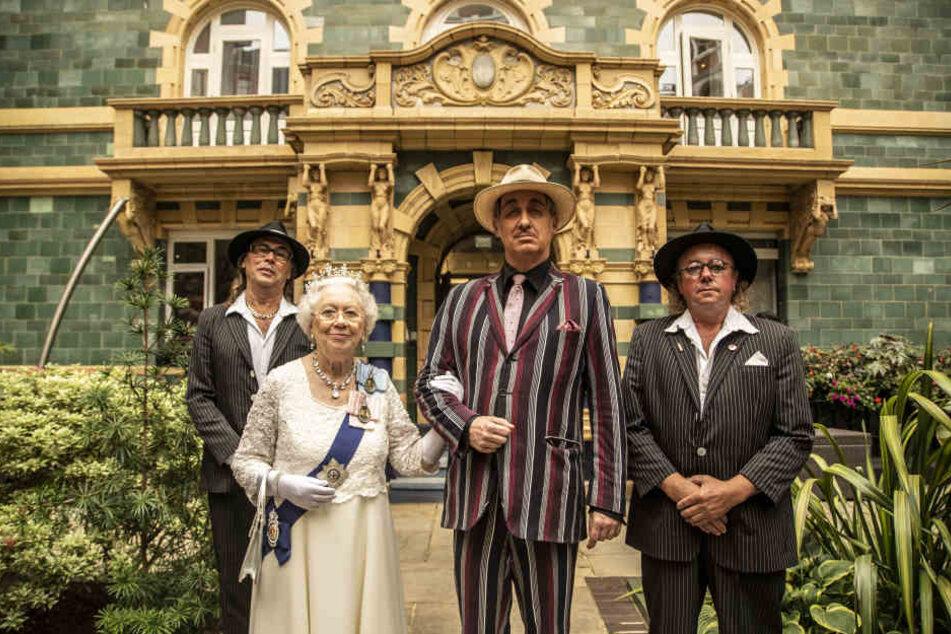Für die neue Dinnershow drehte das Mafia-Mia-Paten-Team auch in London mit einem Double der Queen.