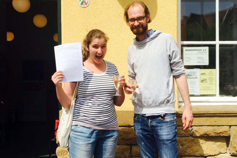 Den Mietvertrag haben Kathrin und Christian bereits unterschrieben.