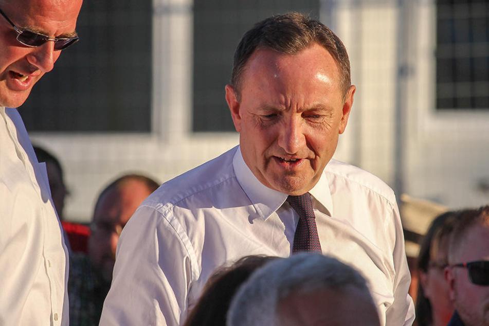 Am Mittwoch zeigte sich der scheidende Innenminister noch beim Auftritt von kanzler-Kandidat Martin Schulz auf dem Erfurter Domplatz.