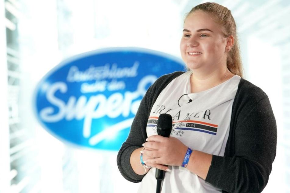Ohne ihre Familie will Estefania Wollny (16) mit ihrer Stimme überzeugen.