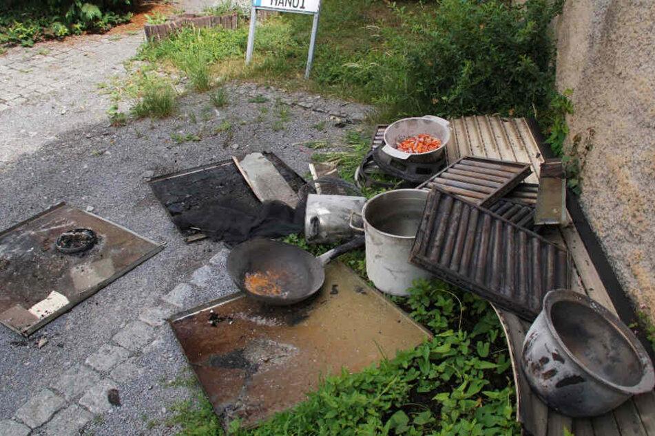Dieses Geschirr dürfte nach dem Feuer wohl ausgedient haben.