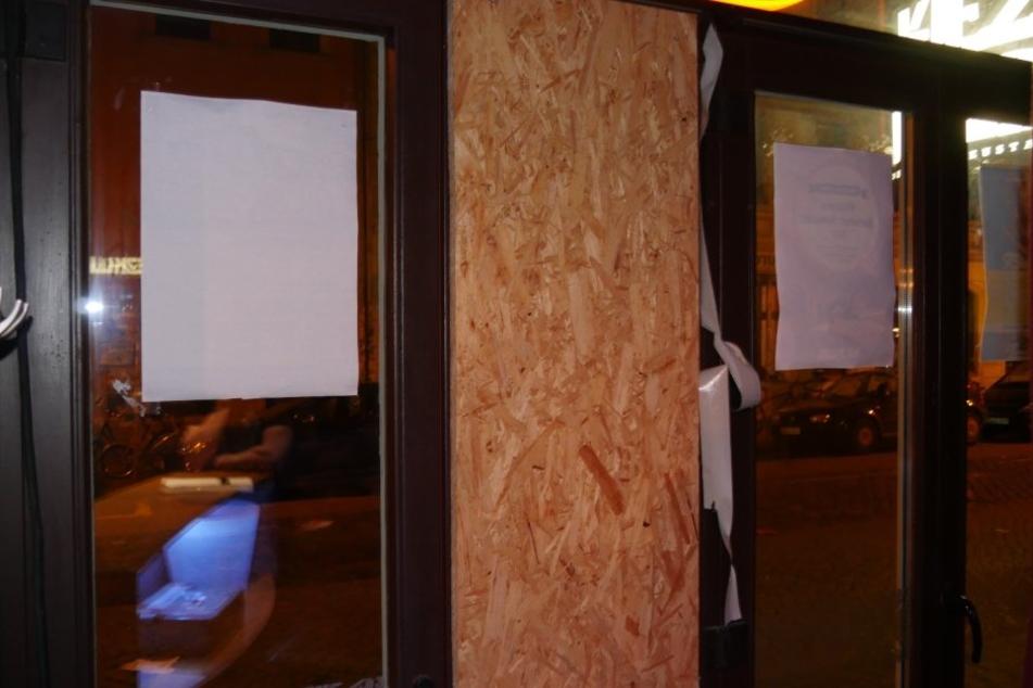 Beim KiezKlub wurden Scheiben eingeschlagen.
