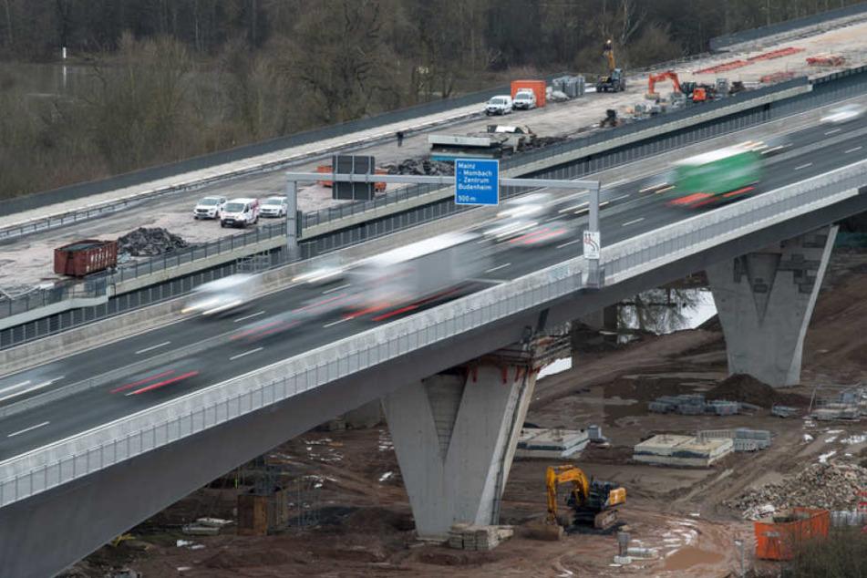 Im Jahr 2021 soll der Verkehr auf der Schiersteiner Brücke wieder normal fließen.