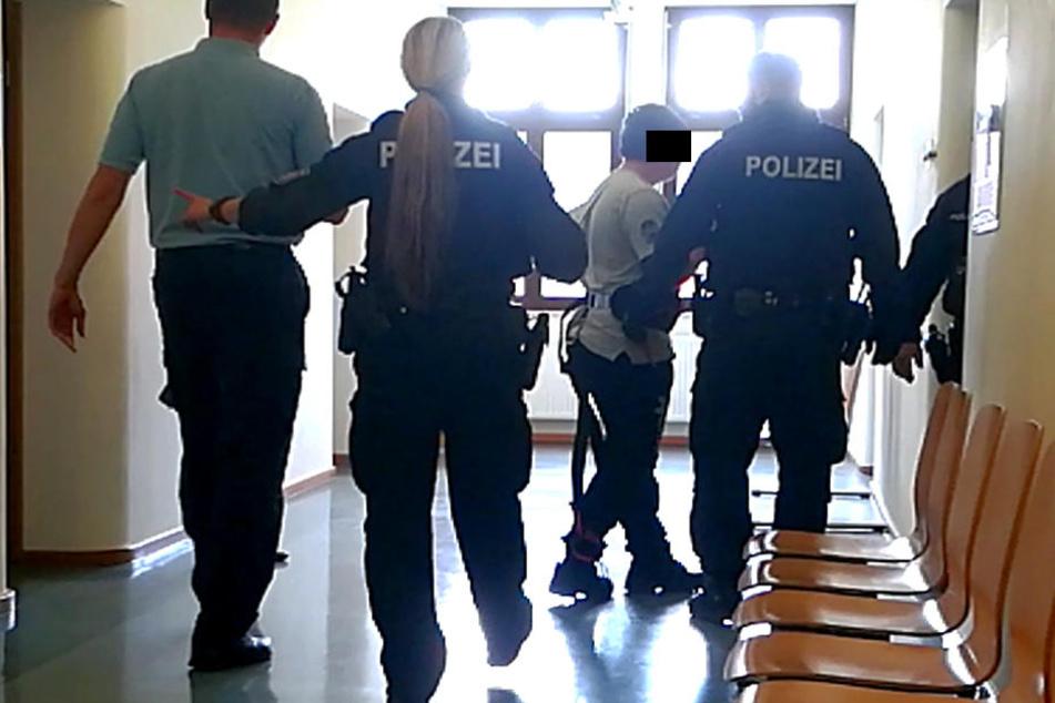 Der Schüler sitzt nun in Untersuchungshaft.
