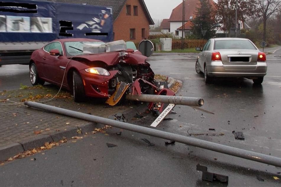 Der Jaguar XK wird nach dem Unfall nicht mehr so viel wert sein.