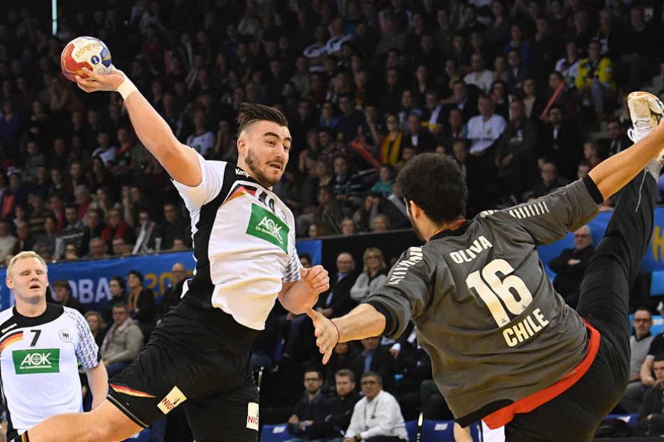 Jannik Kohlbacher zeigte sich in Topform und erzielte für die deutschen Handballer acht Treffer.