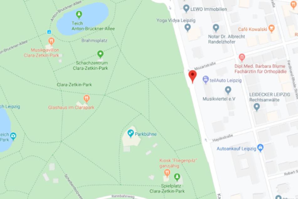 Auf dem Spielplatz im Clara-Zetkin-Park randalierten mehrere unbekannte Täter.