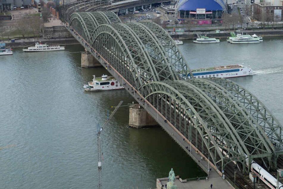 Die Hohenzollernbrücke in Köln.