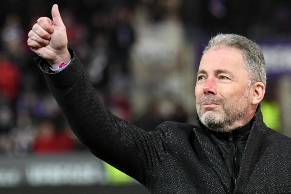 Daumen hoch: Jürgen Wehlend (54) übergibt Osnabrück als finanziell sehr gut aufgestellten Zweitligisten, der sportlich super dasteht.