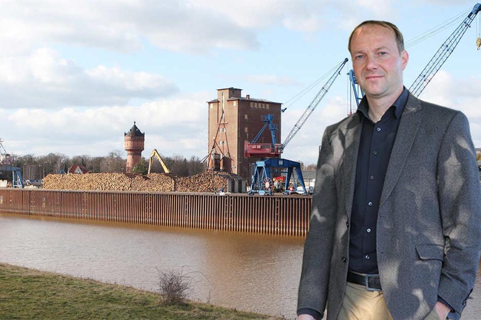 Teure Dauerbaustelle: der Elbhafen in Torgau. Rechts: Wolfam Günther (44, Grüne).
