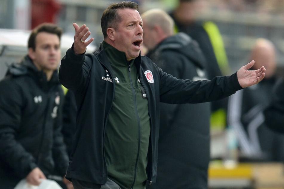 St. Pauli-Trainer Markus Kauczinski feuerte seine Mannschaft an.