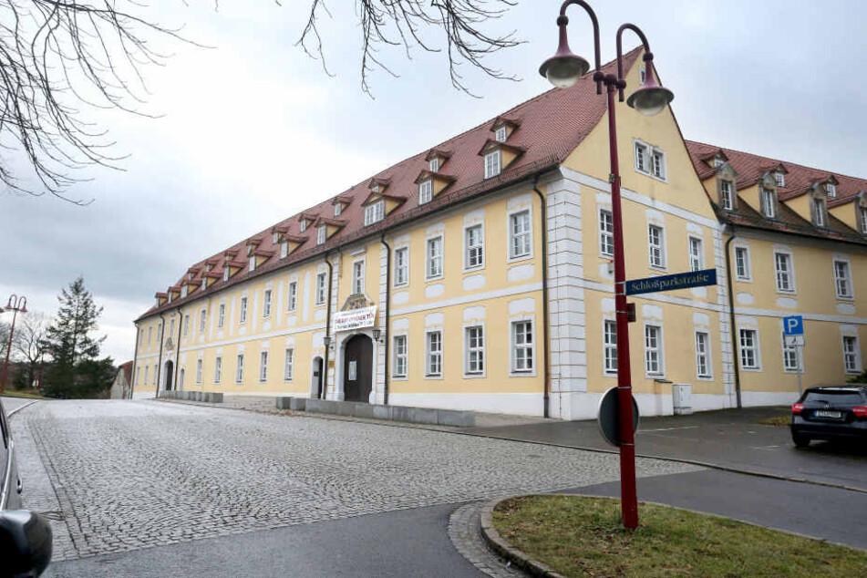 Die Schulleitung des Clara-Wieck-Gymnasiums informierte Eltern und Schüler per Brief über den Tod einer Schülerin.