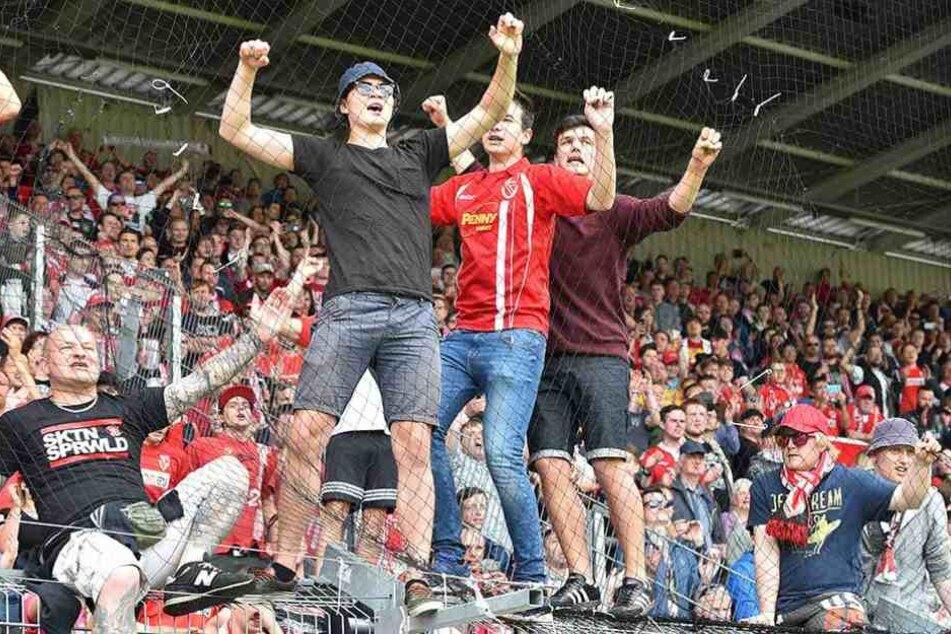 Fans von Energie Cottbus.