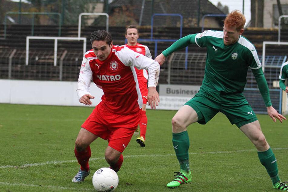 Lars Beuckmann (re.) ist langjähriger Spieler des FC Gütersloh.