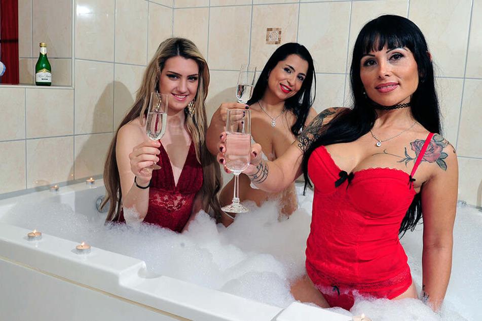 Diese drei Damen hätten gerne etwas Gesellschaft.