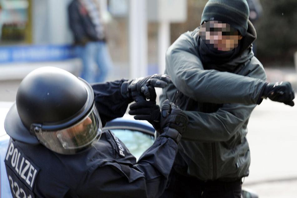 Polizeibeamte werden vermehrt selbst Opfer von Gewalttaten. (Symbolbild)