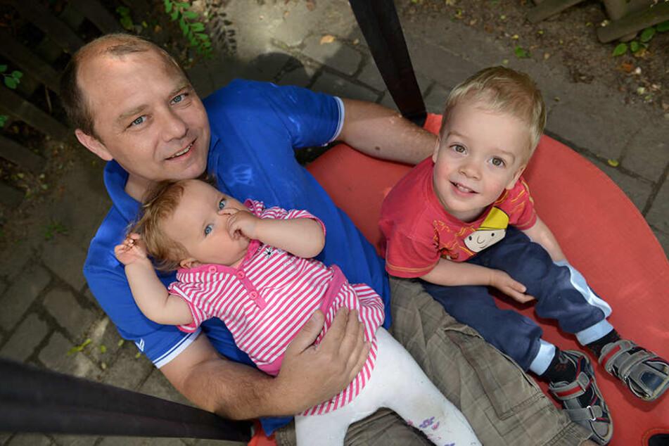 Die Stadt will Tageseltern wie Michael Schreinert (46) nun doch bei einer Krankentagegeldversicherung unter die Arme greifen.