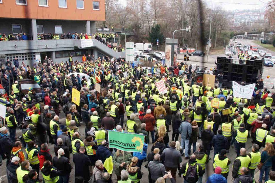 Deutlich zu sehen: Viele Protestierende hatten sich gelbe Westen angezogen.