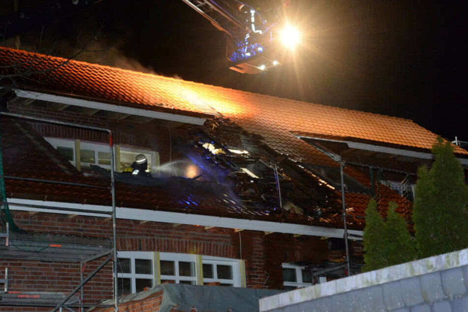 Erst brannte der Dachstuhl eines Mehrfamilienhauses in Versmold.