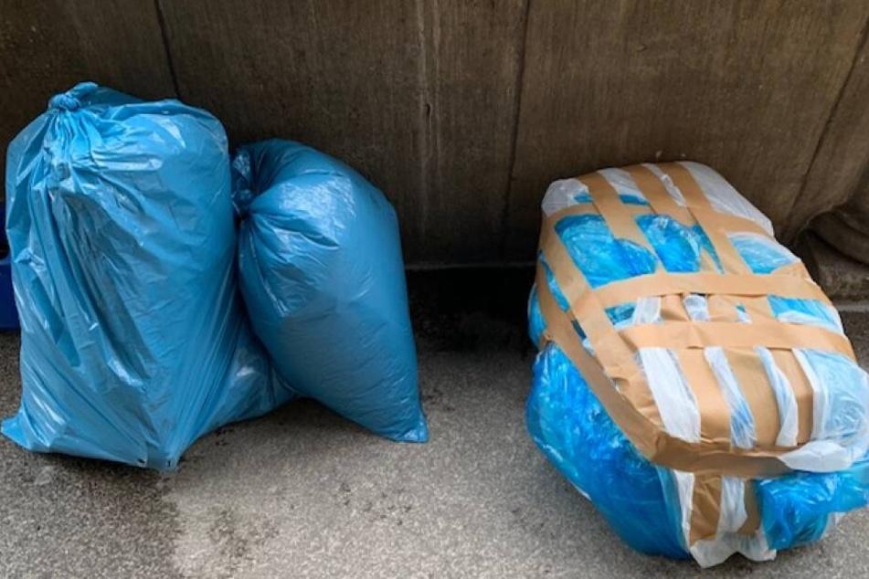 Die drei Reisetaschen der Frau waren in blaue Müllsäcke verpackt und bargen eine eklige Ladung.