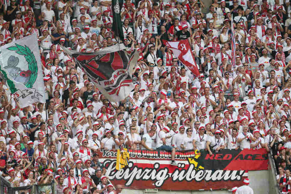 Die RB-Anhänger feuerten ihre Mannschaft in Dresden überwiegend friedlich an. Ein 15-Jähriger drängte sich vor dem Spiel jedoch stark in den Vordergrund.