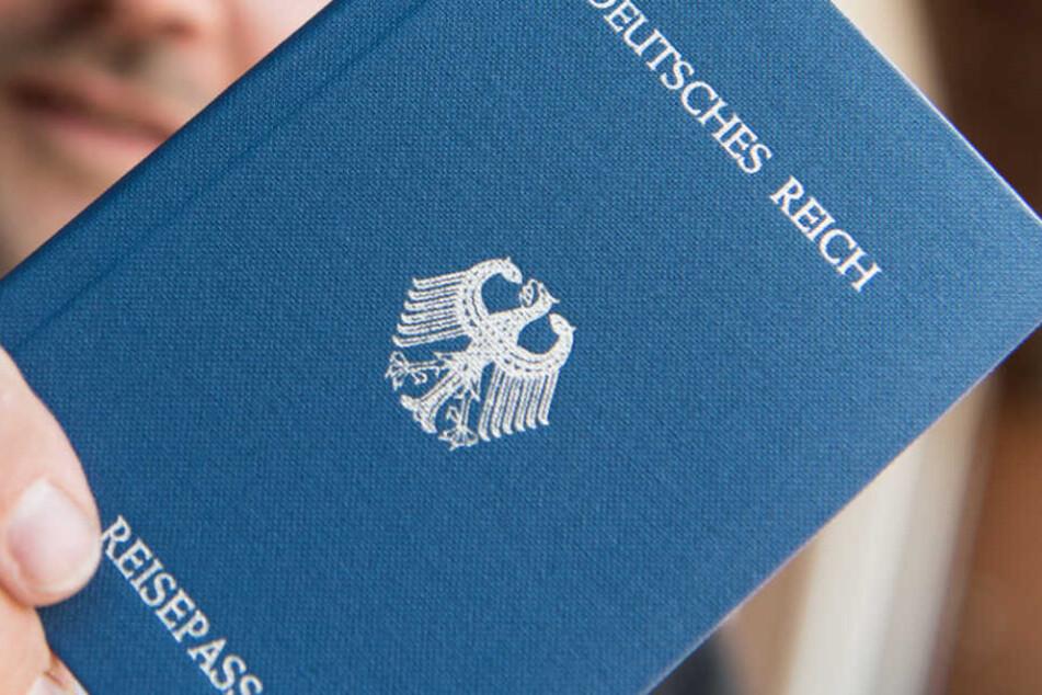 """In Bayern haben mehr als 300 """"Reichsbürger"""" eine Waffenerlaubnis. (Symbolbild)"""
