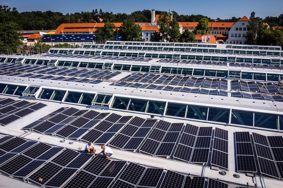Auf rund 2000 Quadratmetern wurden etwa 1500 Solarmodule montiert.
