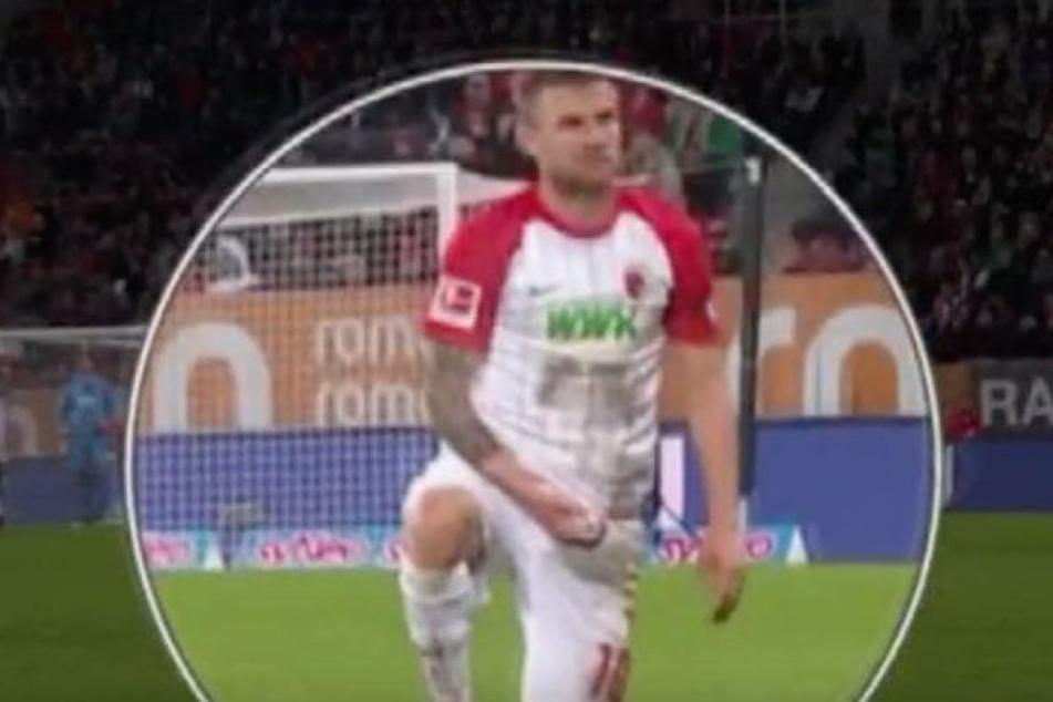 Daniel Baier, Kapitän des FC Augsburg, hatte sich im Hinspiel vor RB Leipzigs Trainer Ralph Hasenhüttl gekniet und eine Selbstbefriedigungsgeste gezeigt.