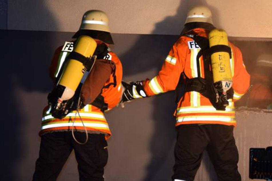 Nächtlicher Einsatz für die Feuerwehr! Im El-Dorado brach ein Feuer aus. (Symbolbild)