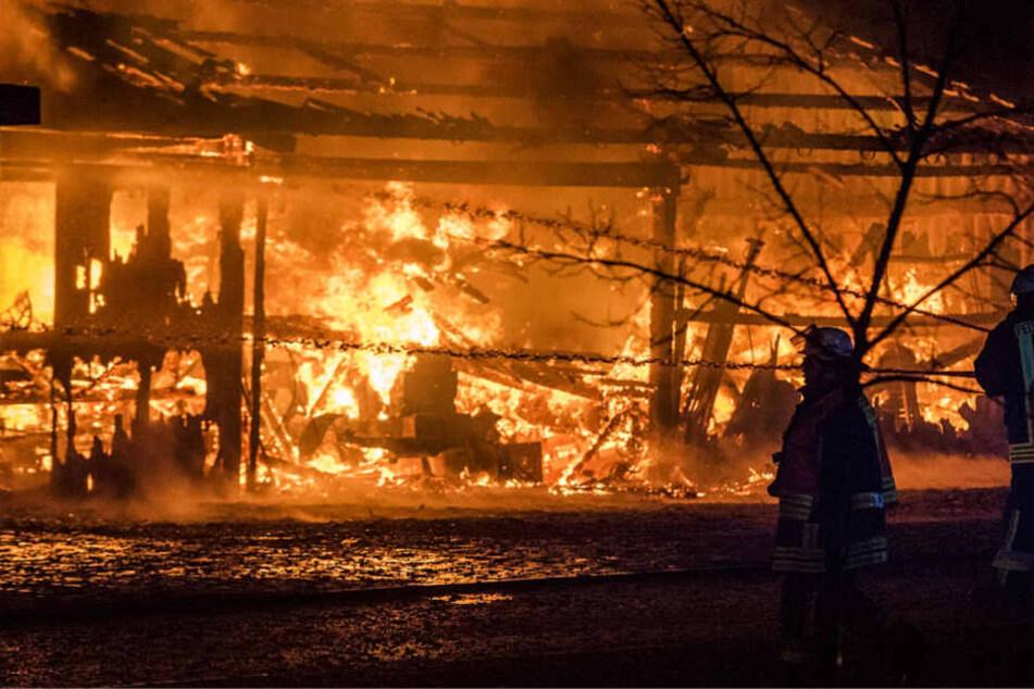 Großbrand: Scheune in Usingen zerstört